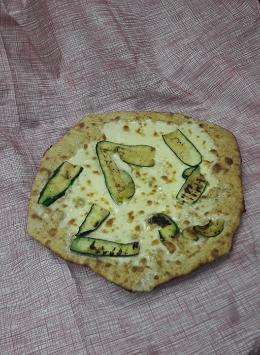 http://pizzeriavalgrande.com/wp-content/uploads/2019/04/PizzaBiancaFarinaIntegrale.jpg