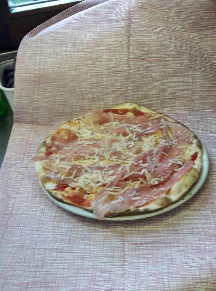 http://pizzeriavalgrande.com/wp-content/uploads/2019/04/PizzaBuongustaia.jpg