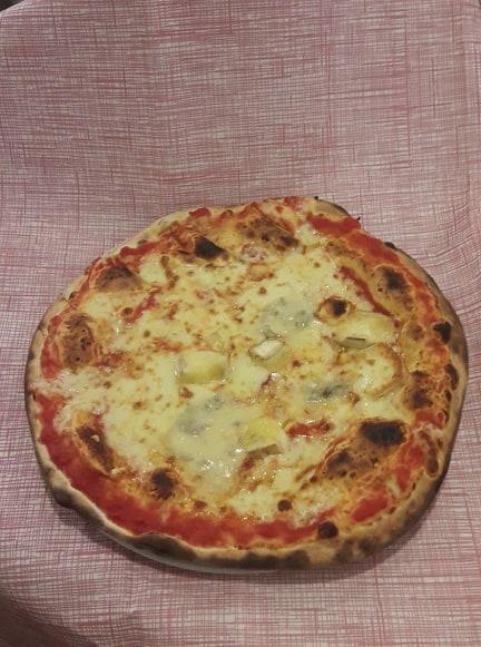 http://pizzeriavalgrande.com/wp-content/uploads/2019/04/PizzaQuattroFormaggi.jpg